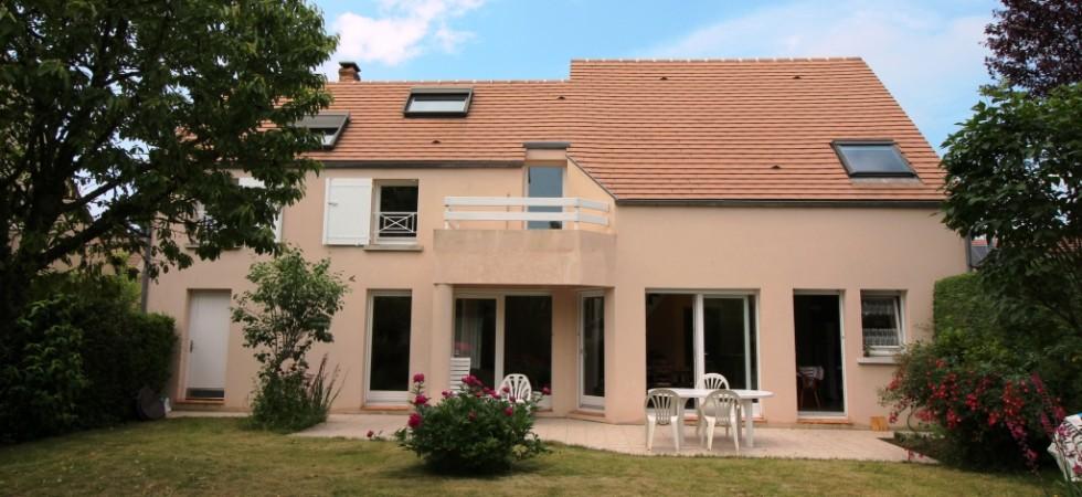Maison d'architecte de 180 m² avec jardin à BUSSY SAINT GEORGES