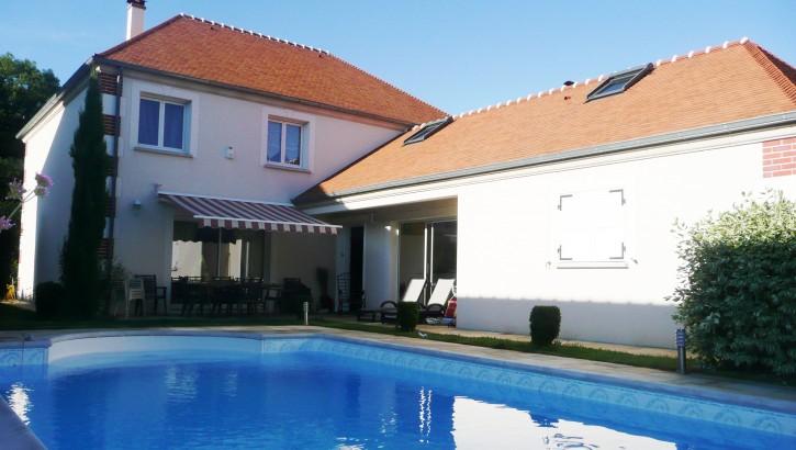 VENDU AIVB : Villa de 277m² avec piscine à BUSSY SAINT GEORGES
