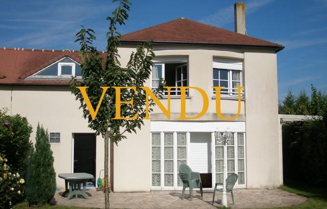 VENDU AIVB : Pavillon de 124 m² avec jardin à BUSSY SAINT GEORGES